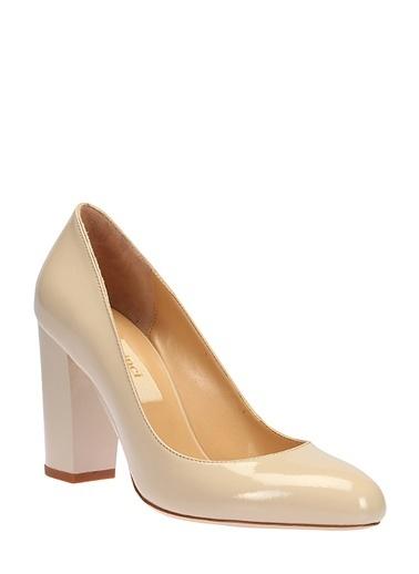 İnci Kalın Topuklu Rugan Ayakkabı Bej
